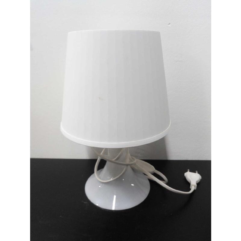 LAMPADA BIANCA PLASTICA | Mercatino dell'Usato Acerra 1