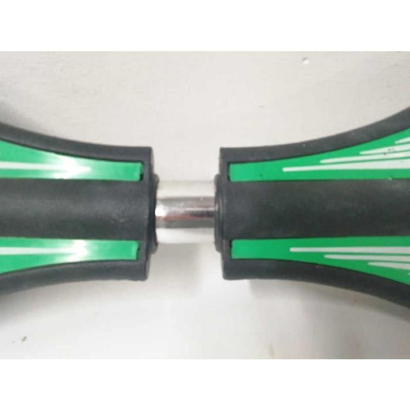 SKATEBOARD 2 RUOTE FIGURA CROCE ROSSA VERDE NERO | Mercatino dell'Usato Acerra 3