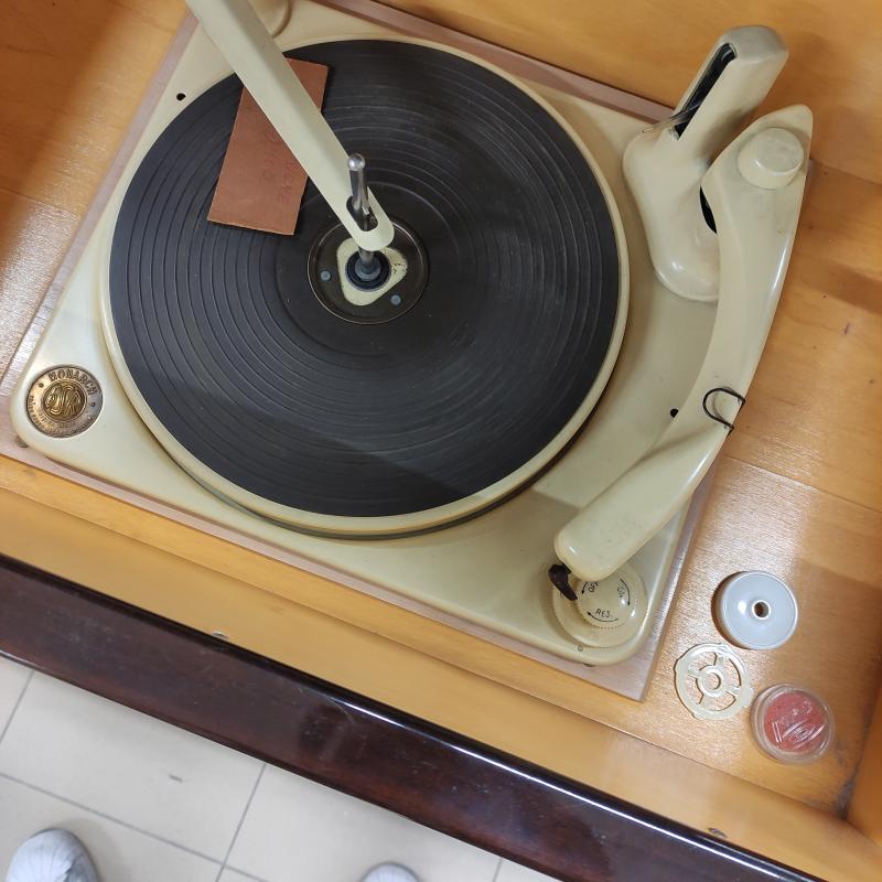 MOBILE RADIO CON GIRADISCHI GRUNDING | Mercatino dell'Usato Roma gregorio vii 3