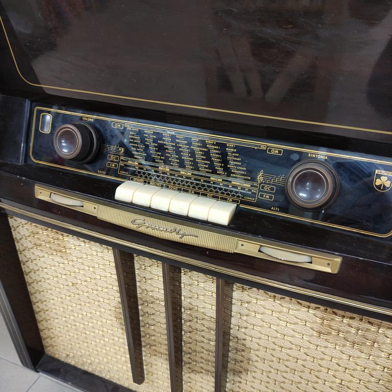 MOBILE RADIO CON GIRADISCHI GRUNDING | Mercatino dell'Usato Roma gregorio vii 4