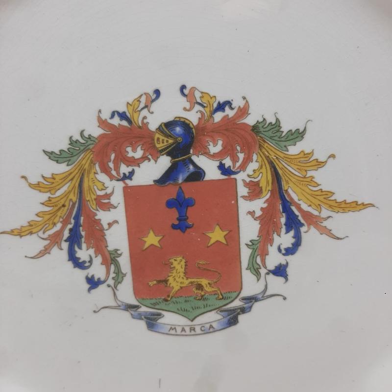 PIATTO CERAMICA STEMMA ROSSO MARCA | Mercatino dell'Usato Roma porta maggiore 2