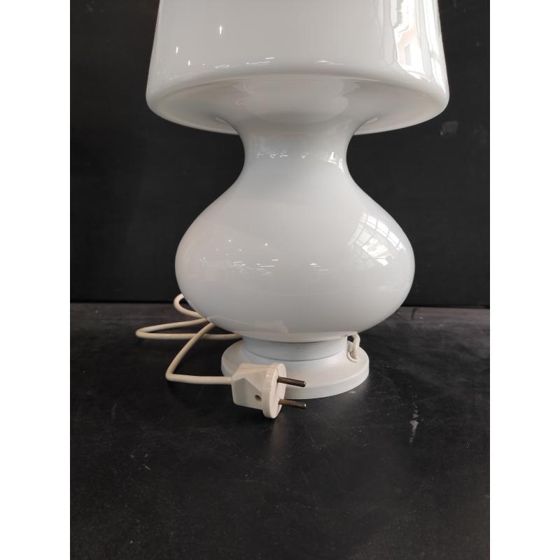 LAMPADA DA TAVOLO BIANCA LATTIMO STILE MAXIMO | Mercatino dell'Usato Roma monteverde 3