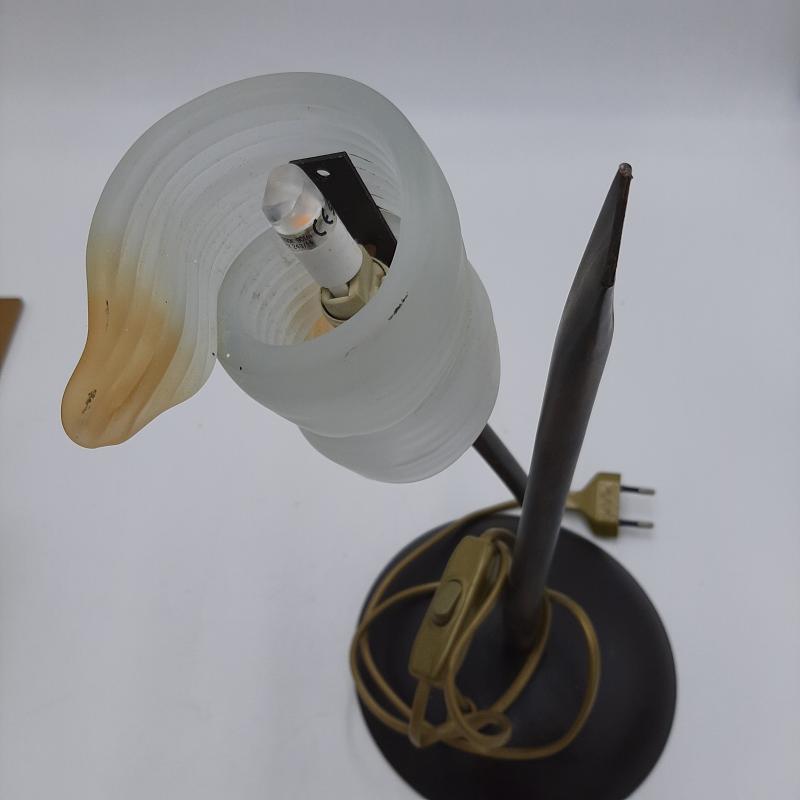 LAMPADA BASE METALLO COLOR BRONZO E CAPPELLO VETRO SATINATO | Mercatino dell'Usato Colleferro 2