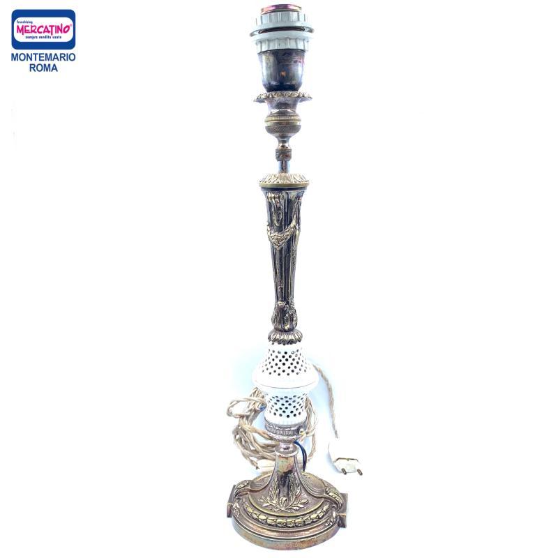 BASE VECCHIA LAMPADA METALLO E PORCELLANA  | Mercatino dell'Usato Roma montemario 1