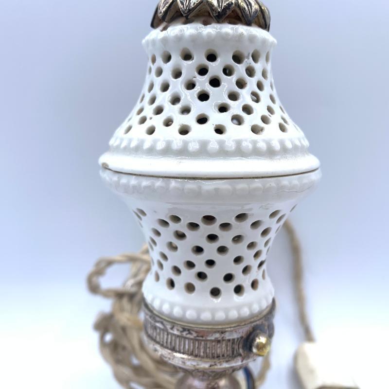 BASE VECCHIA LAMPADA METALLO E PORCELLANA  | Mercatino dell'Usato Roma montemario 2