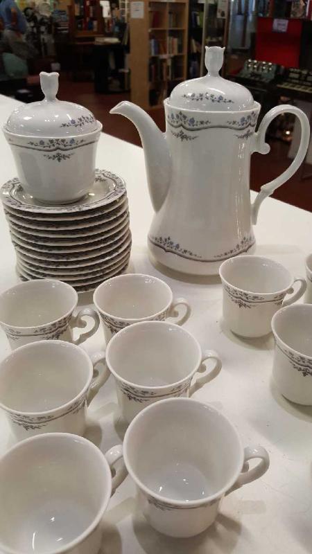 SERVIZIO CAFFE BAVARIA PZ.12 TAZZINE+PIATTINI+CAFFETTIERA+LATTIERA+ZUCCHERIERA   Mercatino dell'Usato Roma casalotti 3