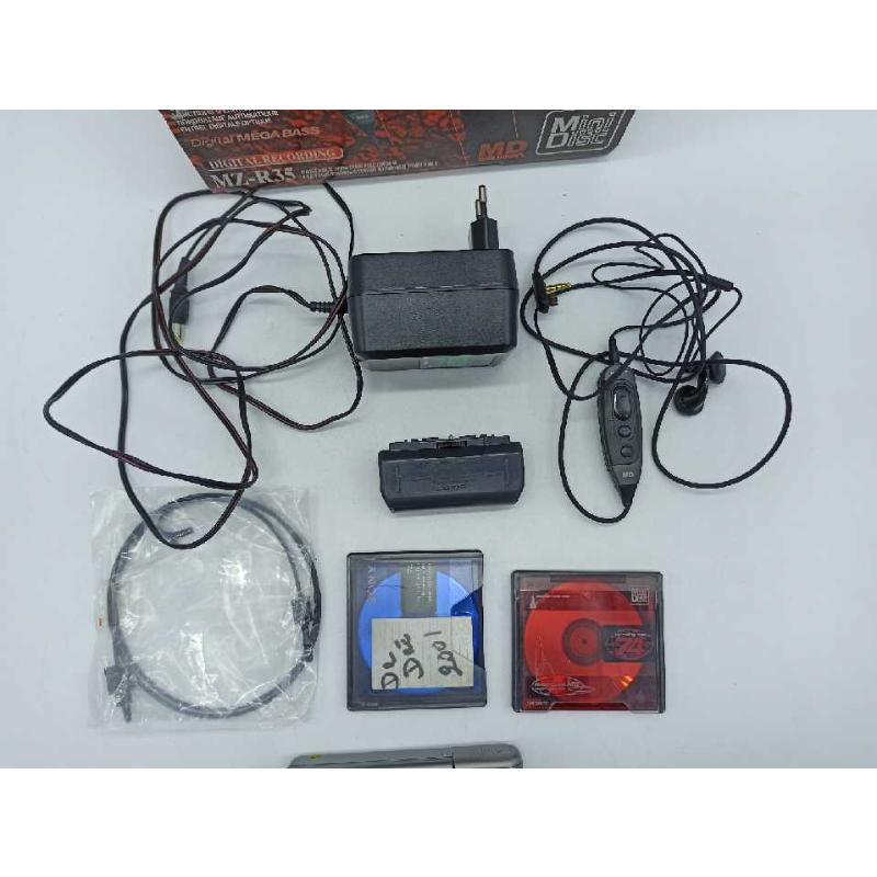 SONY MZ-R35 MINIIDISC PLAYER/RECORDER COMPLETO CON SCATOLA ED ACCESSORI PERFERRAMENTE FUNZIONANTE | Mercatino dell'Usato Teramo 4