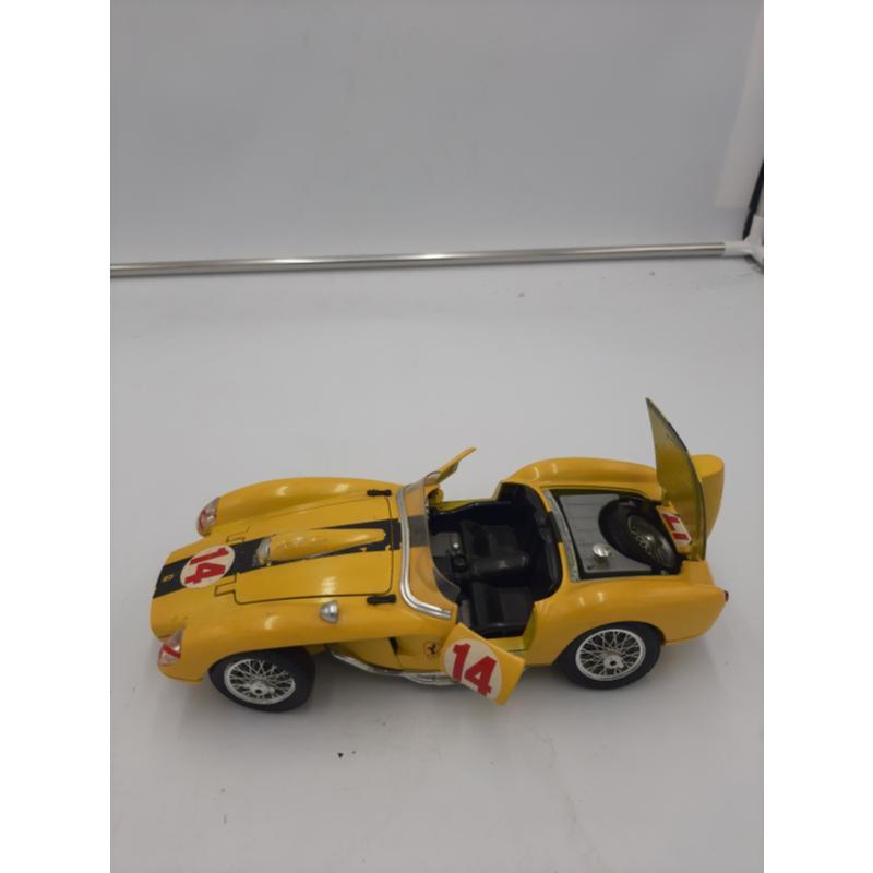 MODELLINO AUTO FERRARI GIALLA 250 TESTA ROSSA 1957 BURAGO | Mercatino dell'Usato Osasco 2