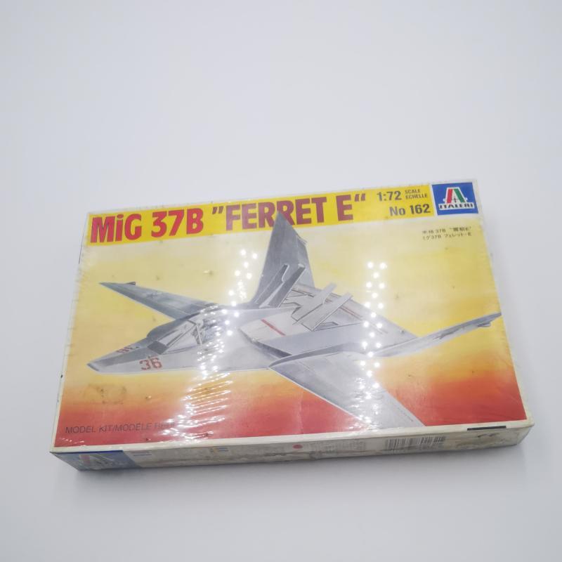 MODELLINO AEREOPLANO MI9G 37B FERRET  | Mercatino dell'Usato Torino tommaso grossi 1
