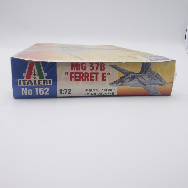 MODELLINO AEREOPLANO MI9G 37B FERRET  | Mercatino dell'Usato Torino tommaso grossi 3