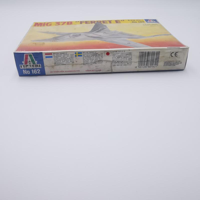 MODELLINO AEREOPLANO MI9G 37B FERRET  | Mercatino dell'Usato Torino tommaso grossi 4