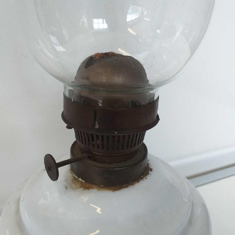 LAMPADA BIANCA CON VETRO    Mercatino dell'Usato Domodossola 3